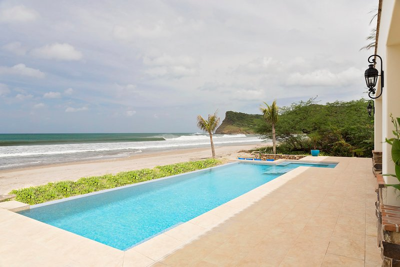 Fort Walker (Beachfront House + Studio), vacation rental in Popoyo