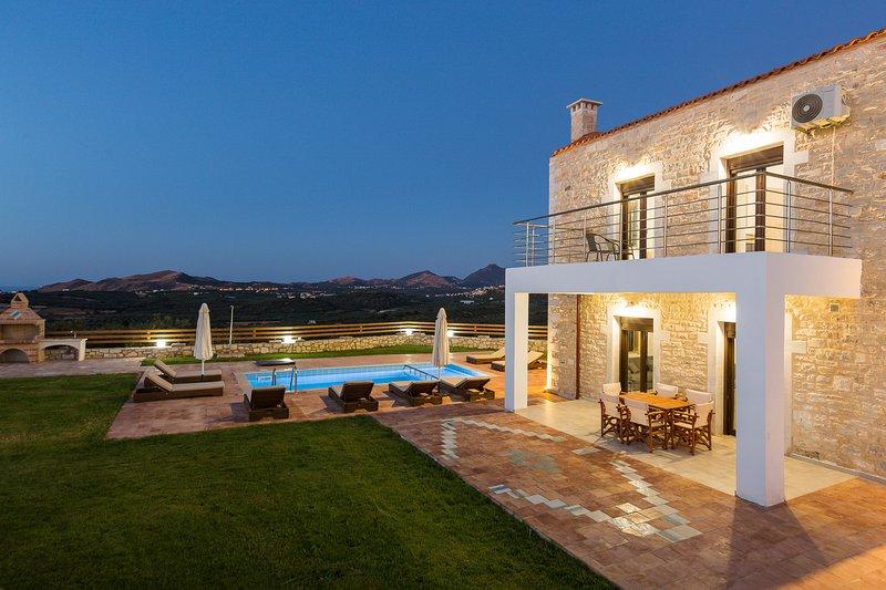 Dimokritos Villa VI, a homestay experience!, vacation rental in Milopotamos