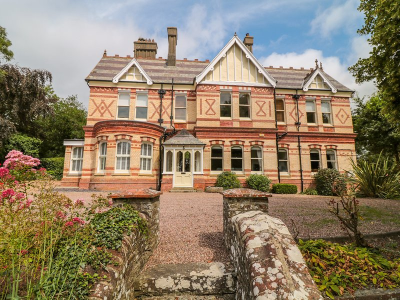 STONELEIGH, Impressive and unique 19th cent. house sleeping 16, with private, vacation rental in Westward Ho
