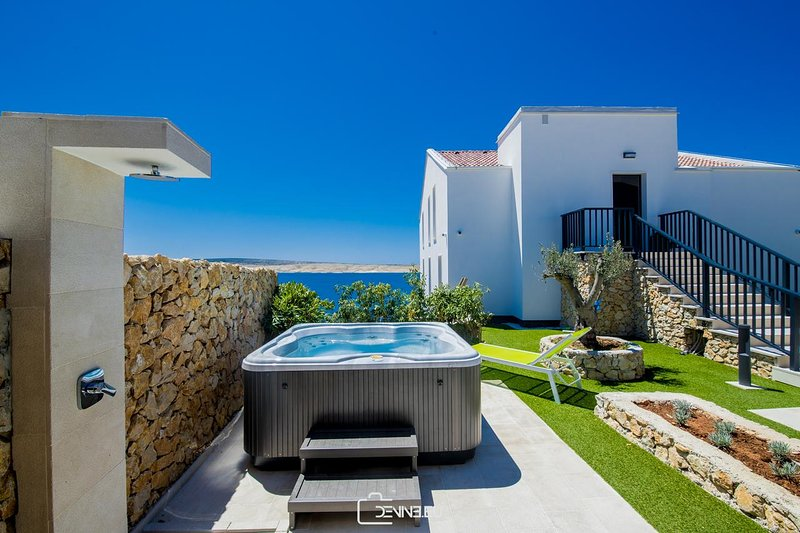 Luxury Suite with Panoramic Sea View & Jacuzzi, vacation rental in Vidalici