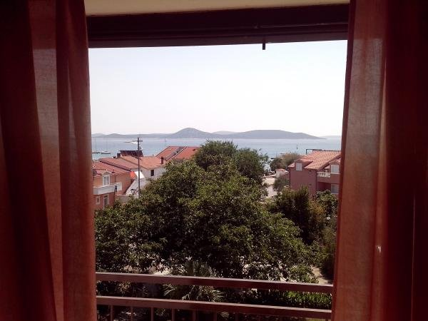 Apartment 2+1 , 50m from the sea, close to center, private parking., holiday rental in Srima