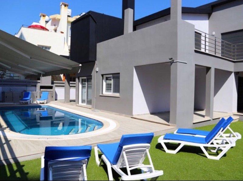 Sema Villa in Kyrenia Town, 4 Bedroom Villa, holiday rental in Karmi