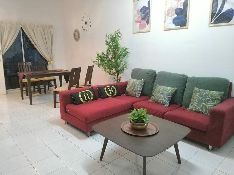 The Whitehouz Cozy ShortStay, holiday rental in Cheras
