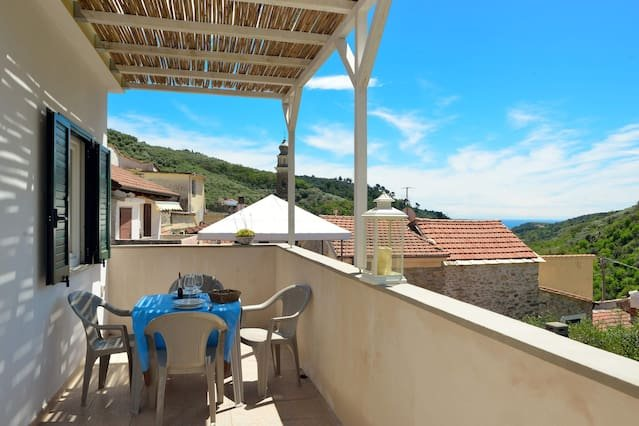 Nice apartment with terrace & Wifi, vakantiewoning in Villa Faraldi