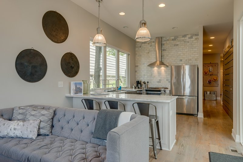 Industrial Townhome with Rooftop Patio, vacation rental in Nashville