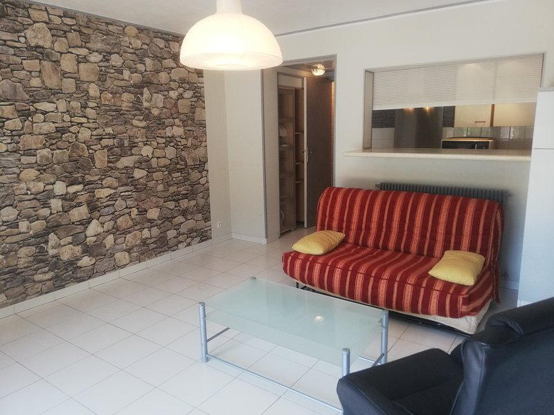 Beautiful apt with pool access, casa vacanza a Roquefort les Pins