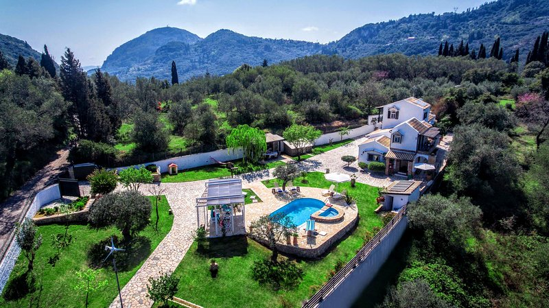 Just 1.5 km away from Benitses resort Villa Claire is tucked in 5.000 sqm lush landscape on the hill