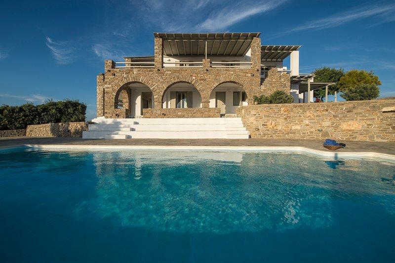 TERRA retreat,Parikia Paros,near Parasporos beach,private pool,stunning seaviews, holiday rental in Parasporos