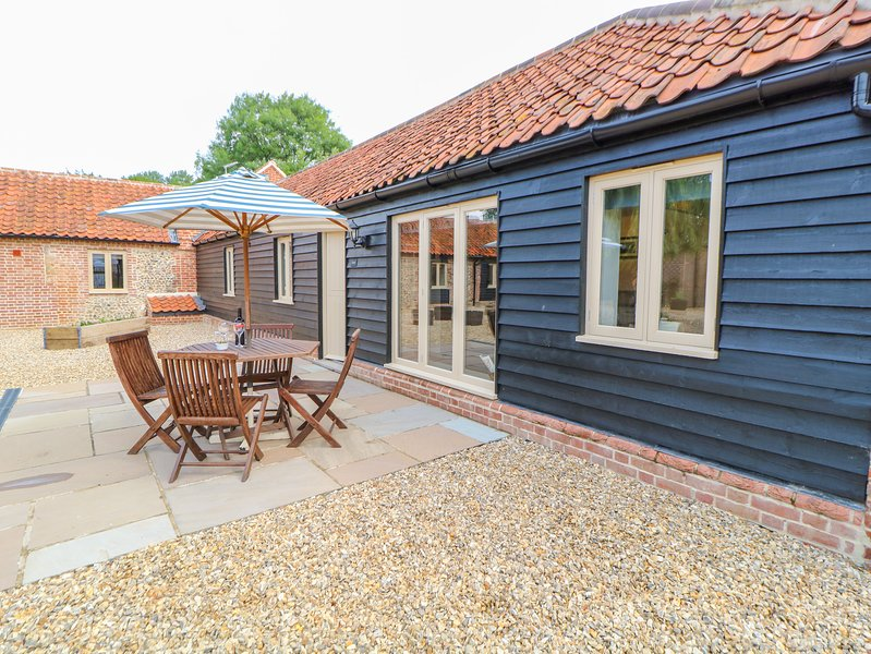 The Granary, Willow Grange Barns, Stanfield, holiday rental in Beeston
