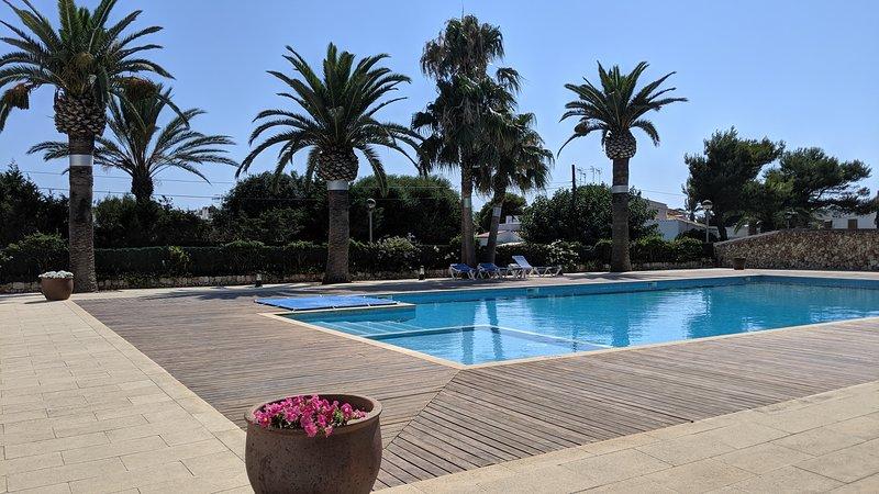 Sa Perdiu 08 | Apartamento en planta baja a 200m de la playa!, holiday rental in Son Carrio