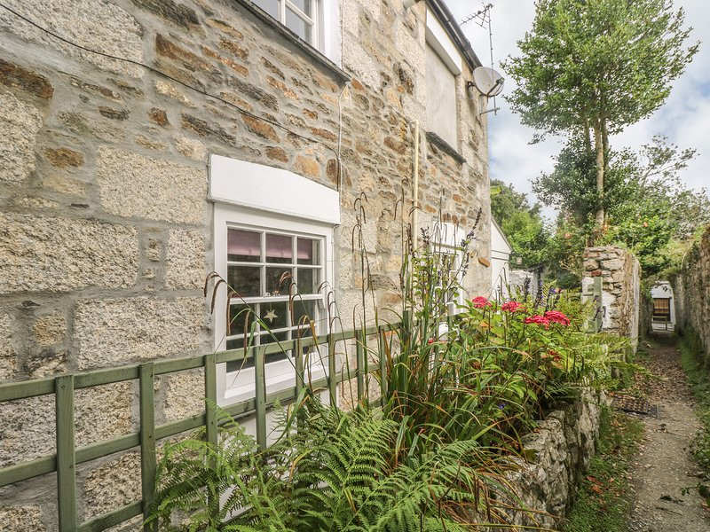 PRIMROSE COTTAGE, characterful and stylish, pet friendly cottage, close to, aluguéis de temporada em Penryn