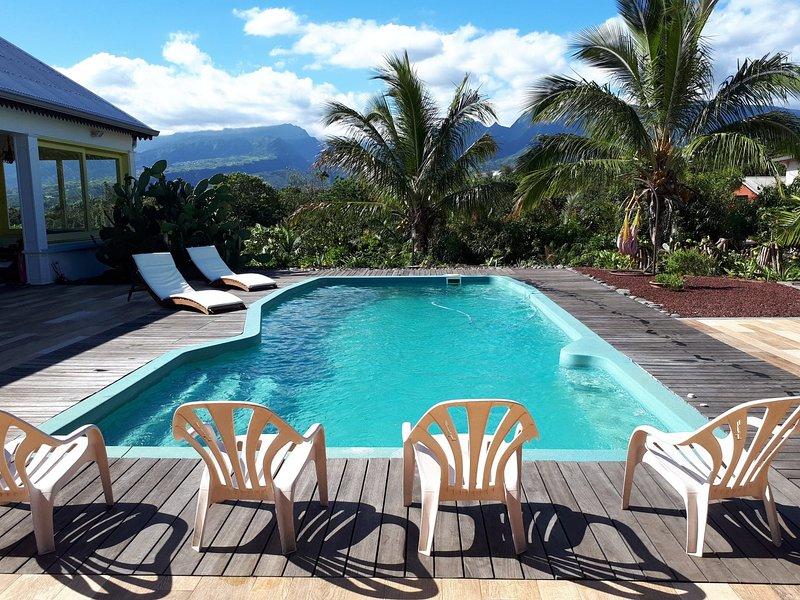 Dépendance et accès piscine dans magnifique jardin tropical, alquiler vacacional en Ravine des Cabris
