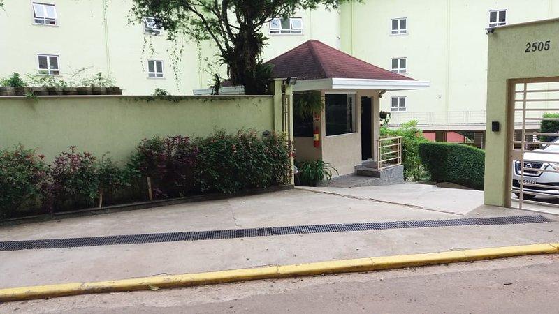 CONDOMINIO LINDO NO ALTO DA MONTANHA -APARTAMENTO ALTO PADRÃO, holiday rental in Campos Do Jordao