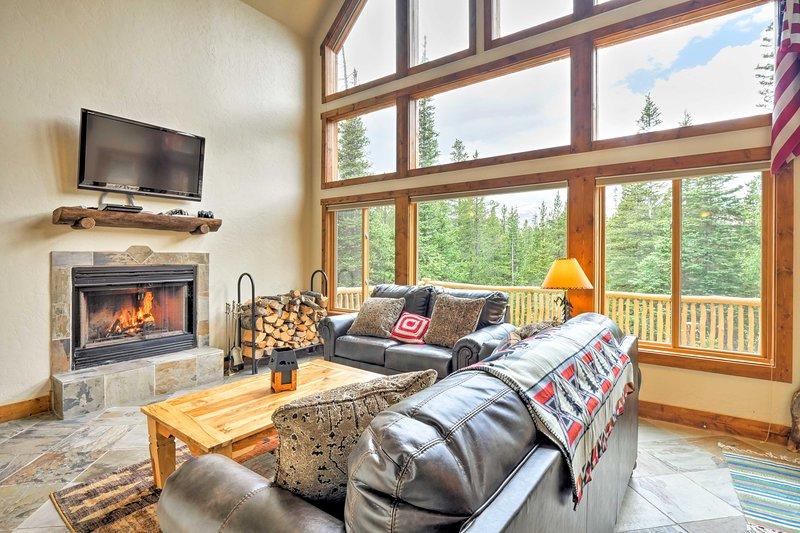 Fairplay Log Cabin w/Deck & Incredible Mtn Views!, holiday rental in Alma