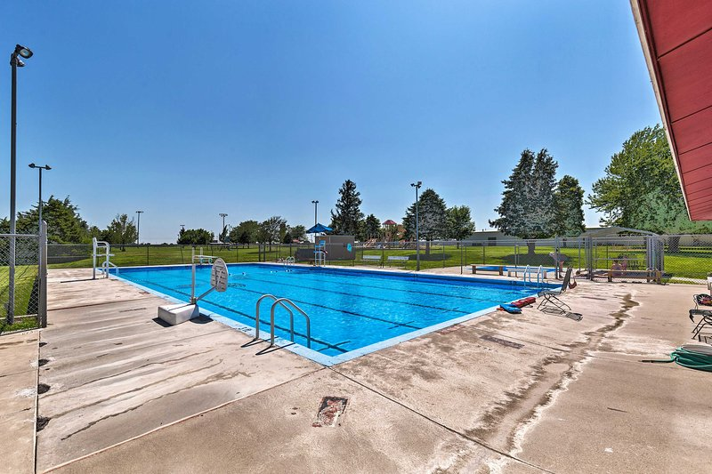 La piscina comunitaria está a solo 1 milla de la propiedad.