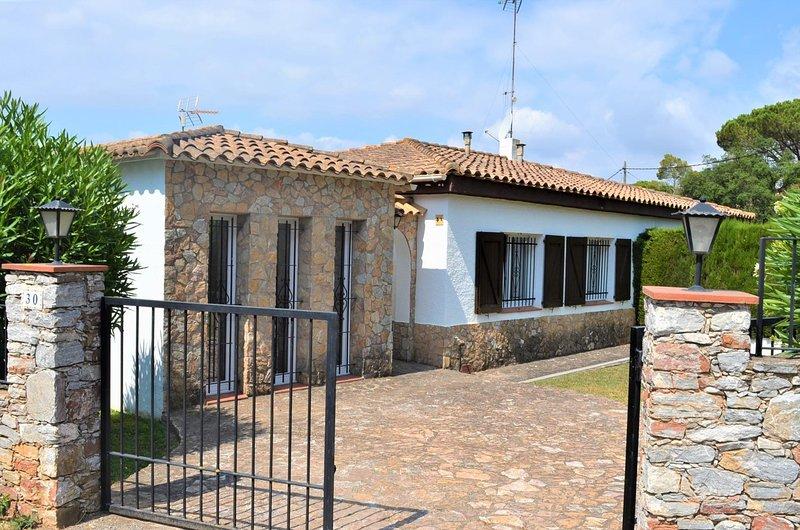 Begur Holiday Home Sleeps 5 with Pool and WiFi - 5341361, alquiler de vacaciones en Regencós