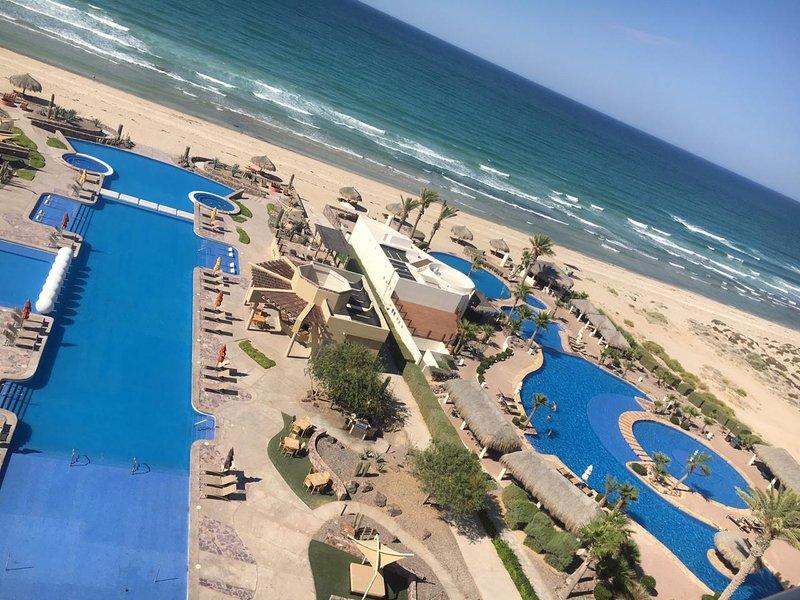 Romantic 1 BR Beachfront Condominium E802, vacation rental in Puerto Penasco