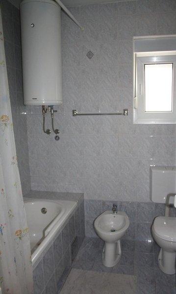 A2 II kat(8): bathroom with toilet