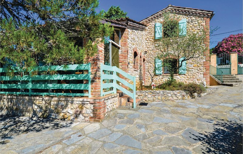 Awesome home in Saint Ambroix with WiFi and 3 Bedrooms (FLG537), holiday rental in Saint-Victor-de-Malcap