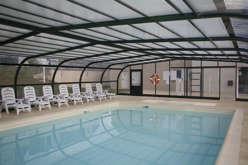 Breng tijd door met familie en vrienden in het overdekte zwembad.