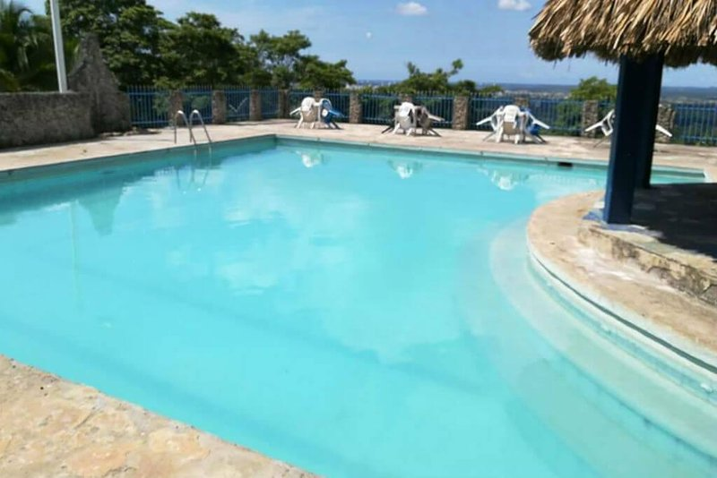 Large Finca with swimming pool and hammocks, located in Turbaco!, holiday rental in Turbaco