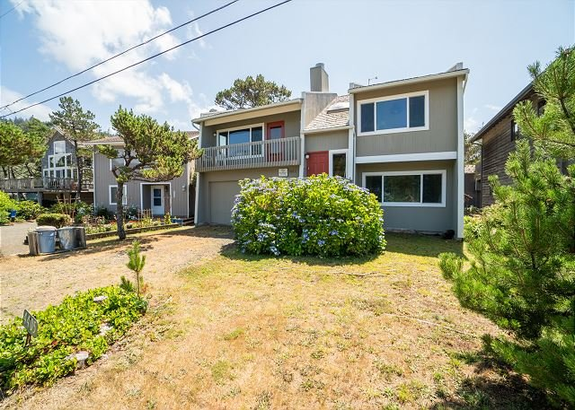 Cozy family home less than a block from secluded beaches in the village!, alquiler de vacaciones en Neskowin