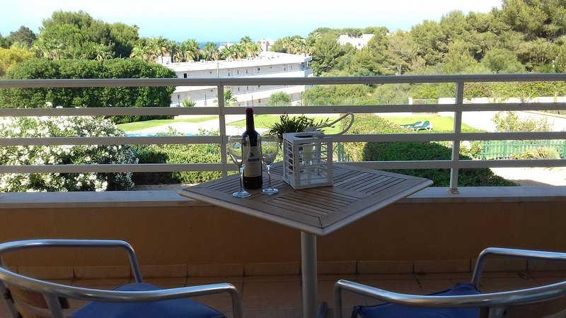 Beautiful spacious 1st floor apartment with sea views, holiday rental in Cala Marcal