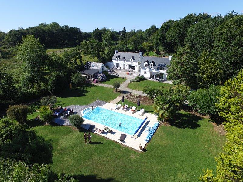 Mignon Penty ancien +piscine chauffée-proche plage, holiday rental in Gouesnach