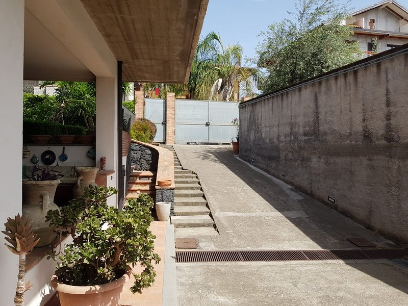 Beautiful studio with terrace, vacation rental in Tremestieri Etneo