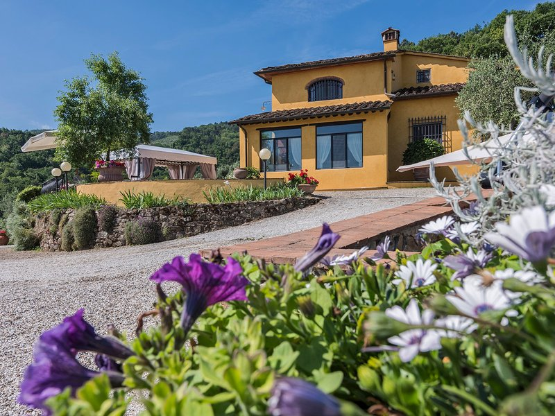 Baco Villa Sleeps 8 with Pool Air Con and WiFi - 5794738, holiday rental in Casalguidi