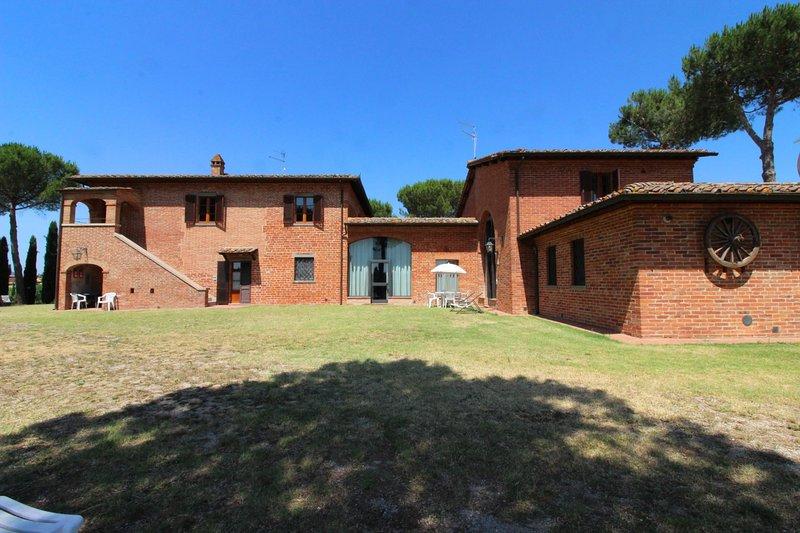 Sant'Anastasio Villa Sleeps 30 with Pool - 5690017, alquiler vacacional en Guazzino