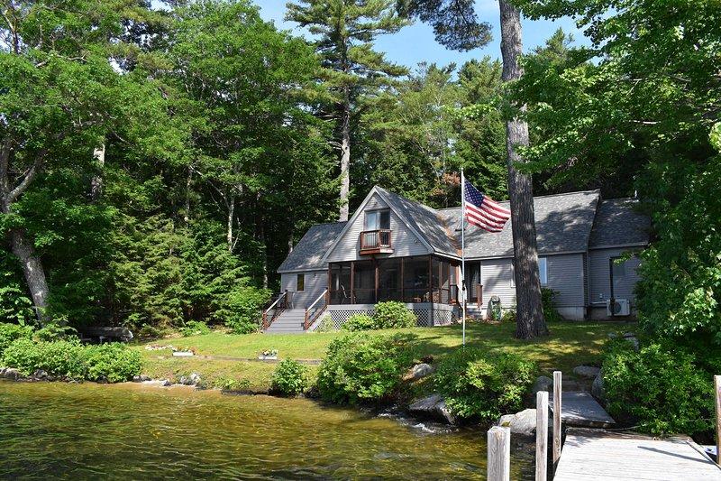 Prenota la tua fuga al Lago Meredith in questa splendida residenza con 4 camere e 2.5 bagni!