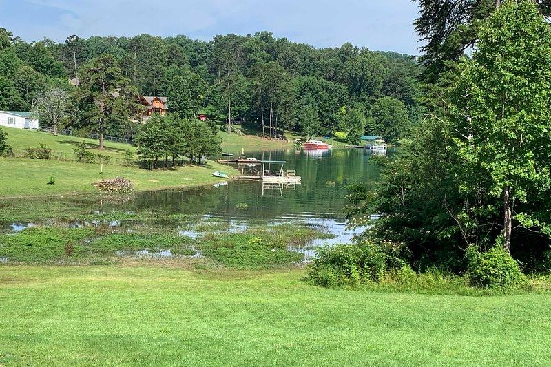 Le lac est situé juste en bas de la maison!