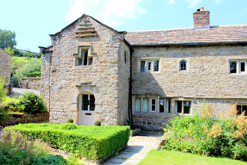 Countersett Hall, Yorkshire Dales manor house, sleeps 7, nr Askrigg & Hawes, holiday rental in Raydale
