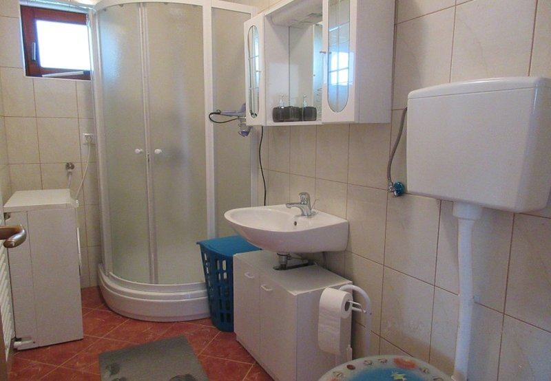 A2 (5): badkamer met toilet