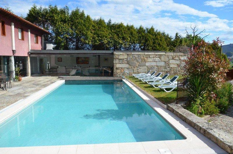 Studio Familiar Integrado em Hotel Rural, holiday rental in Santo Tirso