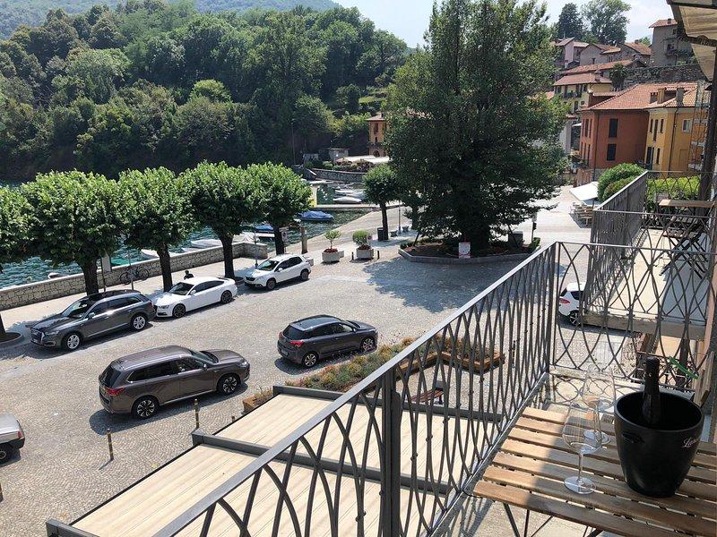 Carola B tastefully furnished apartment lakefront in Mergozzo, vacation rental in Casale Corte Cerro