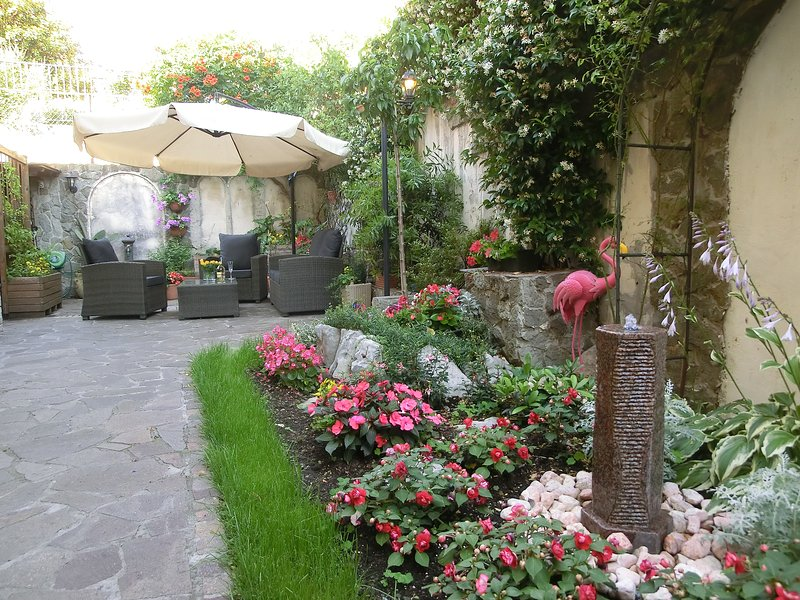 casa vacanze Le Rose 2, vacation rental in San Giuseppe della Chiusa