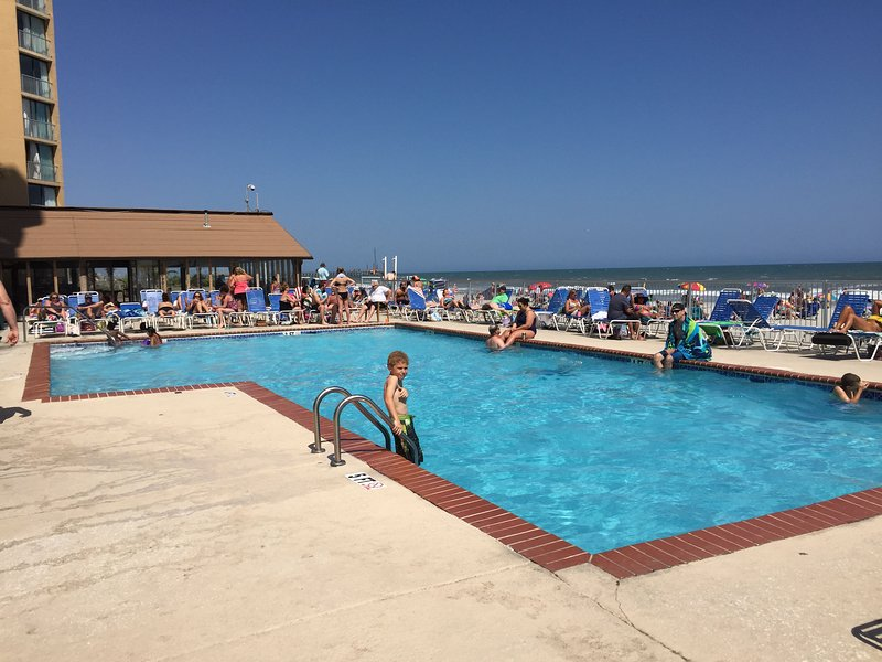 Oceanfront at Sands Ocean Club, holiday rental in Arcadian Shores