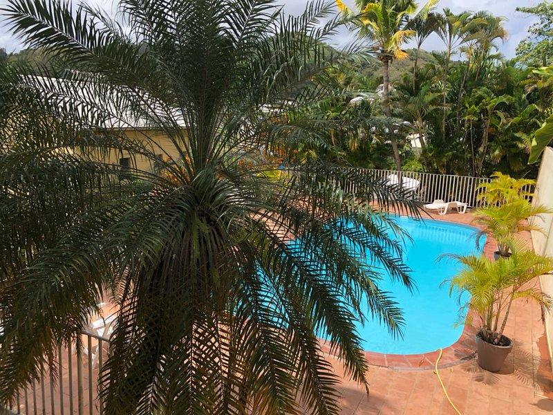 PARADIS TROPICAL AVEC VUE SUR LA MARINA, location de vacances à Le Marin