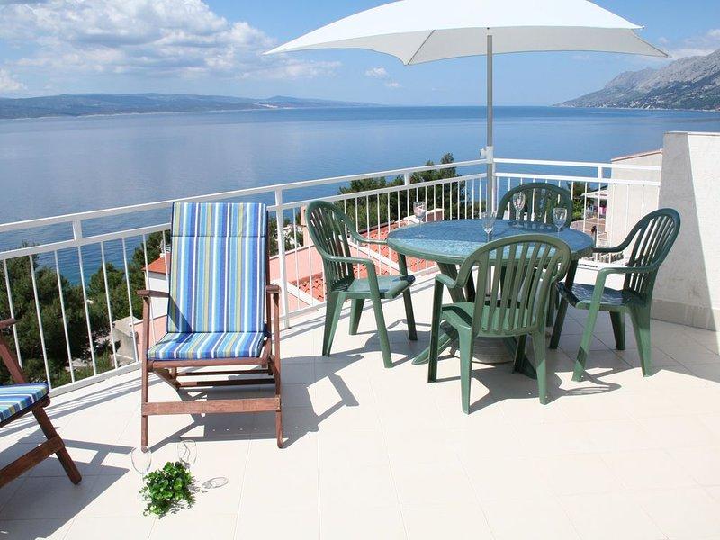 Stunning sea views from large sunbathing and dining terraces, 150m to beach – semesterbostad i Brela