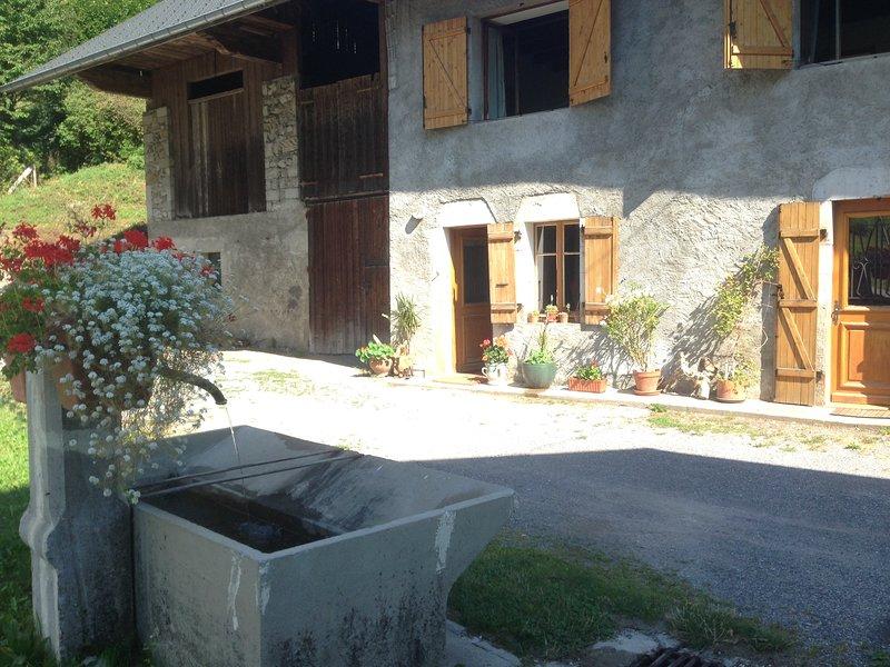 Entre Lac et Montagne, bienvenu aux sources du lac d'Annecy à OTHALA, holiday rental in Montailleur
