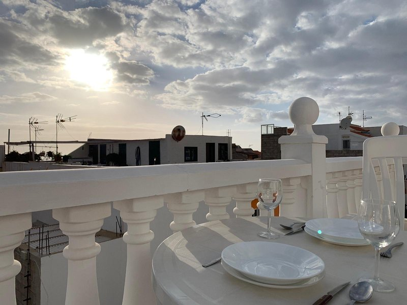 APARTAMENTOS CON TERRAZA CON VISTAS AL MAR, holiday rental in Alcala