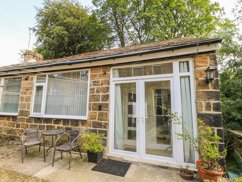 1A CHURCH VIEW, romantic, character holiday cottage in Menston, Ref 21138, holiday rental in Menston