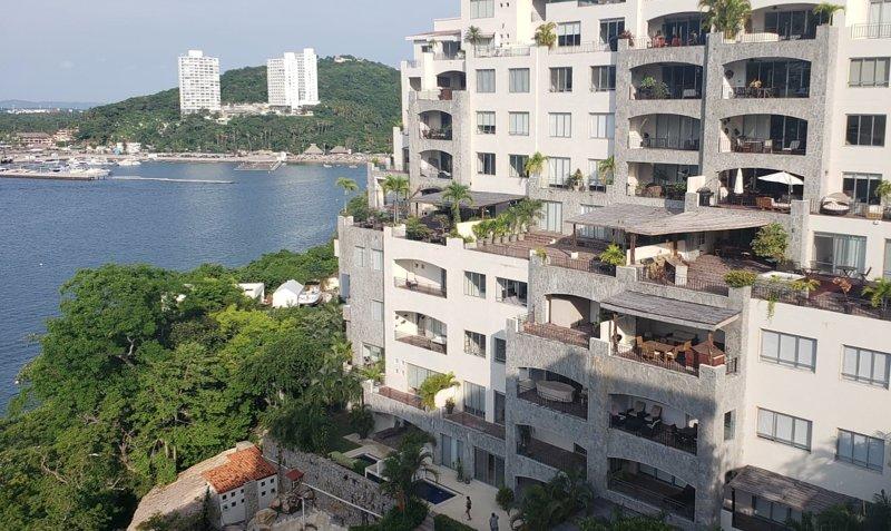 Acapulco Punta Diamante Vista Real Suite, holiday rental in El Marques