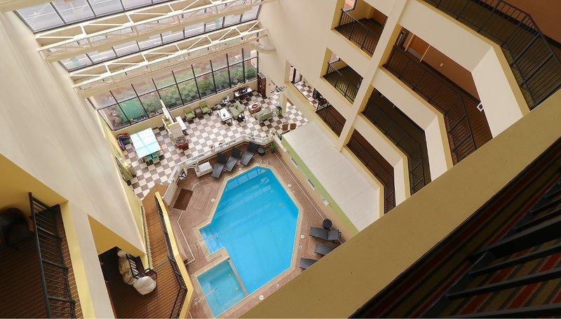 Resort stay three blocks from the beach. June 5-12, vakantiewoning in Virginia Beach