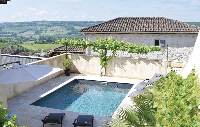 Awesome home in Monpezat d'Agenais with WiFi, Outdoor swimming pool and 3 Bedroo, aluguéis de temporada em Sainte-Colombe-de-Villeneuve