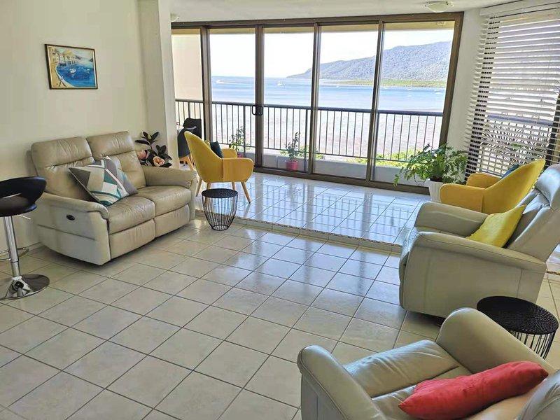 ❤️Breathtaking Ocean & Mountain View Apt in CBD❤️, aluguéis de temporada em Cairns