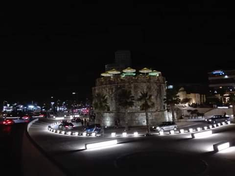 A stone's throw from the port of Durres near the walls of the Bizzantino castle, the Venetian tower stands out