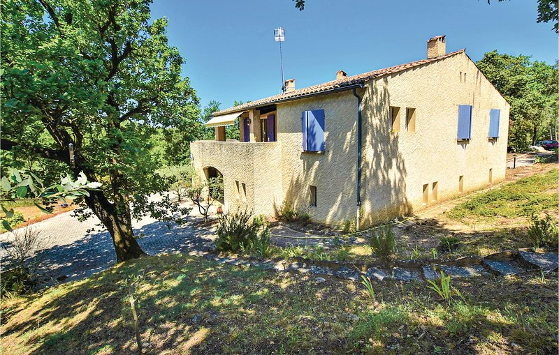Stunning home in Chamaret with WiFi and 3 Bedrooms (FPD306), location de vacances à Valaurie